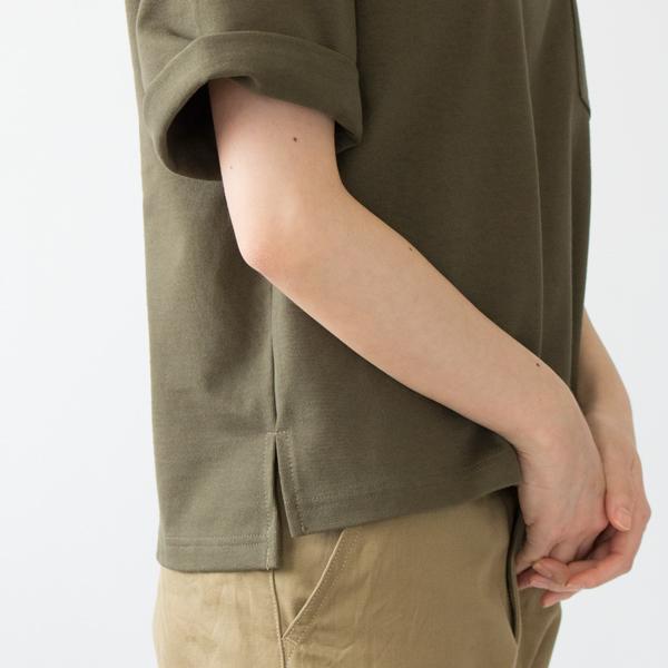 裾スリットをいれて、後ろ身頃をやや長めにとったデザイン(DARK OLIVE)