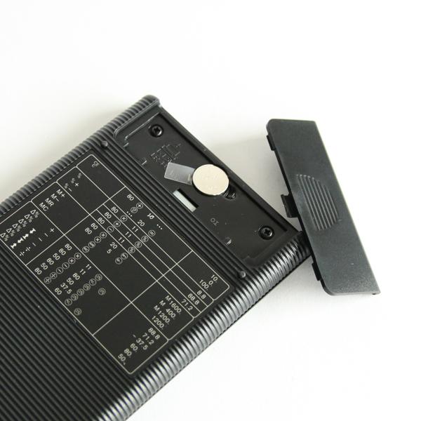 1.5Vのアルカリボタン電池使用