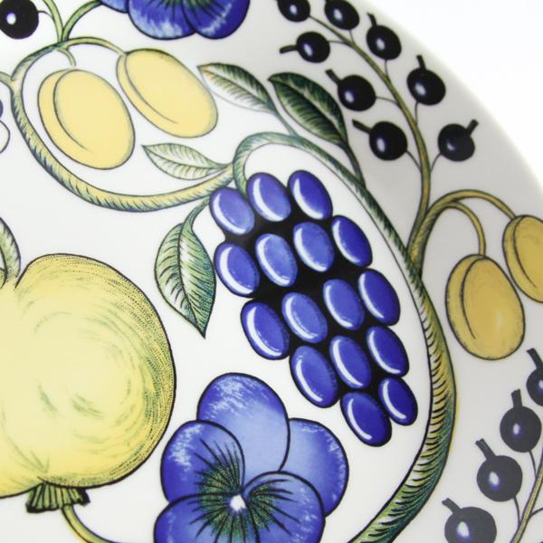 「楽園」というネーミングの通り、果実や花の魅力をふんだんに盛り込んだデザイン