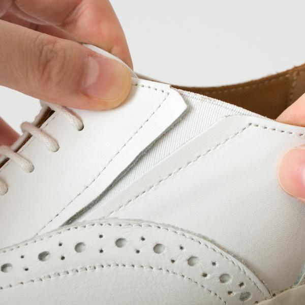 履き口の両サイドにゴムを使用しているため、着脱が簡単