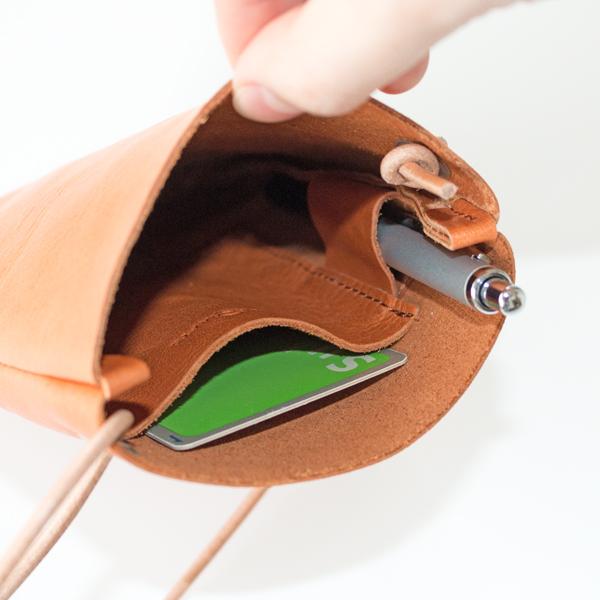 カードサイズの内ポケット、ペン差し付き