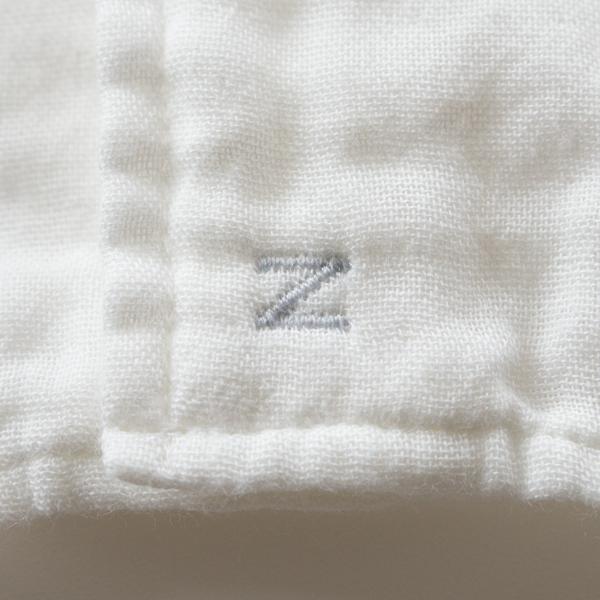 淡いグレーの刺繍(裾)