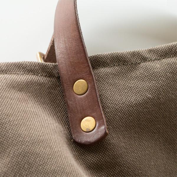 レザーハンドル、真鍮金具は使い込むほどに風合いが増していきます(BROWN)