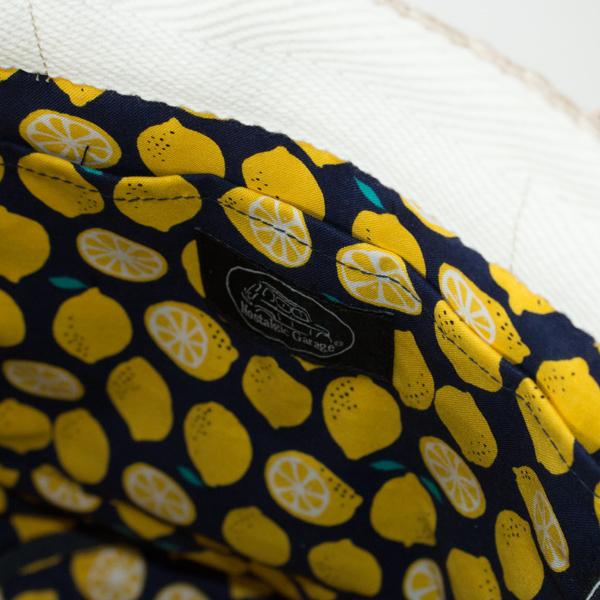裏地には、レトロなレモン柄の綿クロスを使用