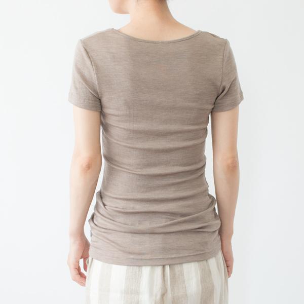 長めの着丈は、かがんだ時に腰が見えにくく、お腹まわりの冷え防止にも(モデル身長:158cm 着用サイズ:XS)