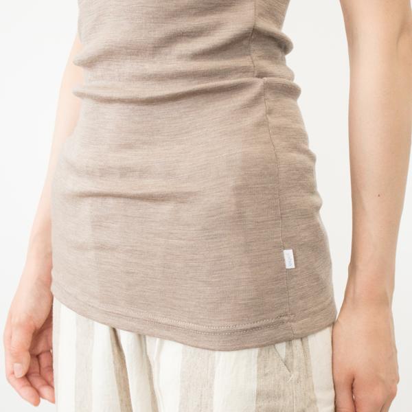 長めの着丈は、かがんだ時に腰が見えにくく、お腹まわりの冷え防止にも(モデル身長:166cm)