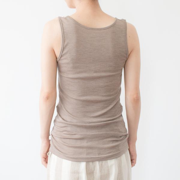 長めの着丈は、かがんだ時に腰が見えにくく、お腹まわりの冷え防止にも(モデル身長:158cm)