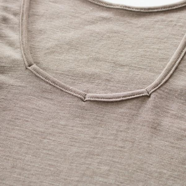 キャメル胸元アップ(カラーによってデザインが異なります)