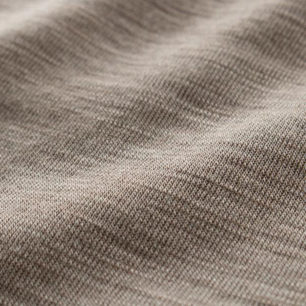 ウールにシルクを混紡しているため、より滑らかな肌触りに