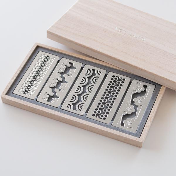 南天・亀甲・梅・青海波・瓢箪の5種類の吉祥紋があしらわれています