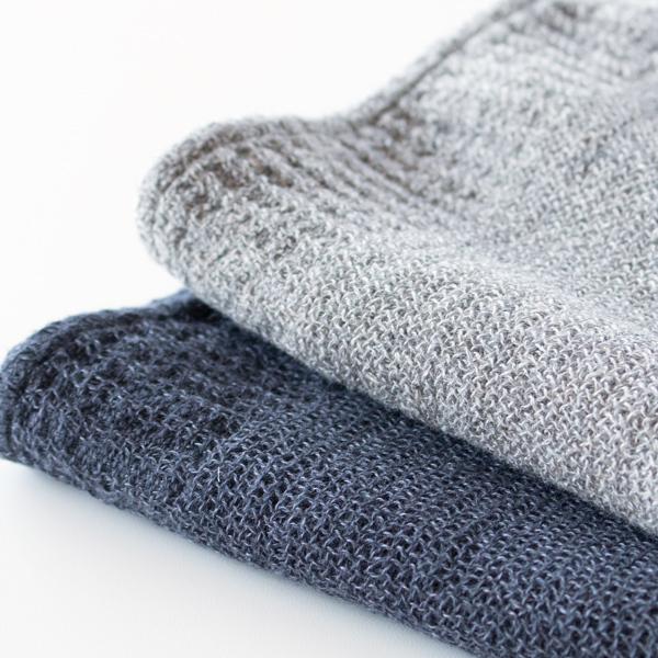糸に負担がないよう織りあげているので薄手なのに触れた時に不思議なボリューム感があります