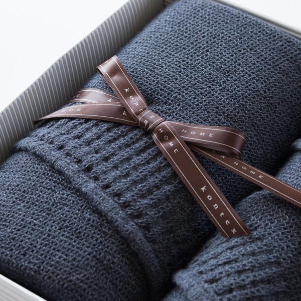 パイルのないワッフル織りで、毛足が長いパイルタオルよりも糸抜けが少ないのが特徴