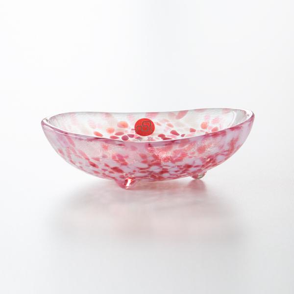 風にのる桜をイメージした赤の「さくら」