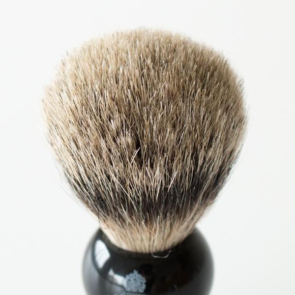 アナグマの、毛先が細く弾力のある丈夫な毛をつかったブラシ