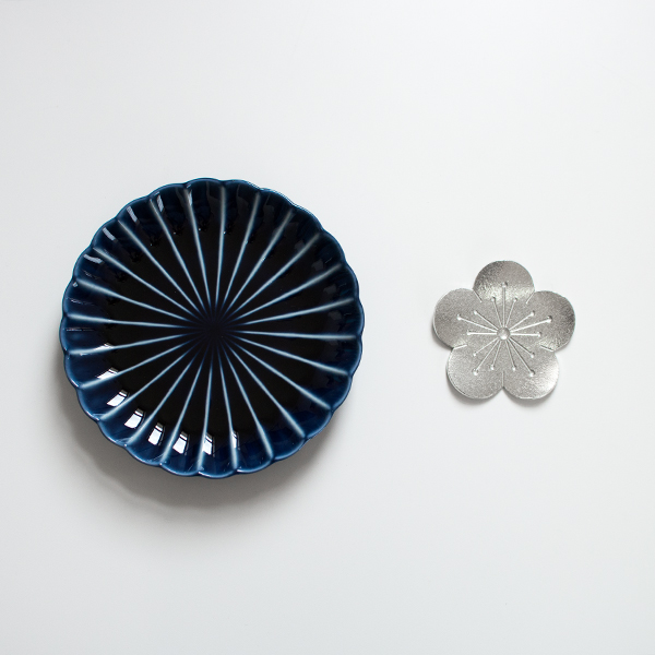 四・五寸皿(直径14.5cm)とのサイズ比較