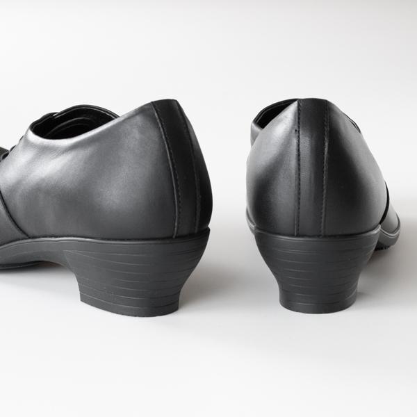 スニーカーのような履き心地で、雨の日にも履ける頼もしい一足