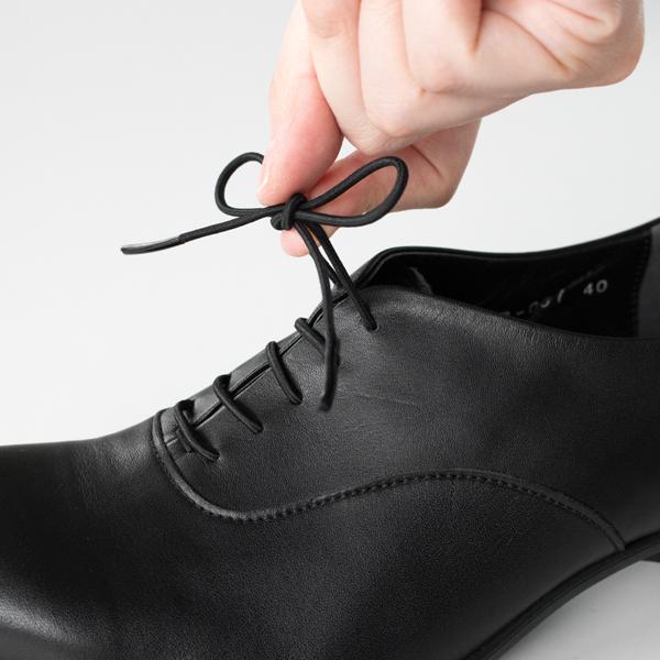 ゴム素材の靴紐ですので、紐を解かずに脱ぎ履きできます