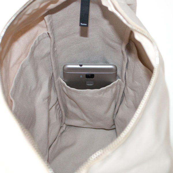 内側面にも小ポケット×2