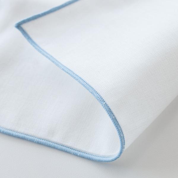 柔らかなガーゼ生地を1枚1枚手作業で重ね合わせ、間に空気の層を含んだ、ふんわりとした手触りが特徴
