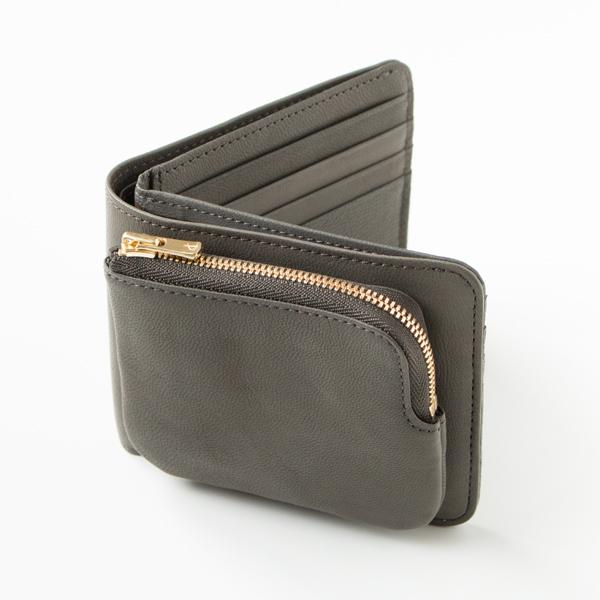 ポケット数は最小限の機能を備えたシンプルなデザイン