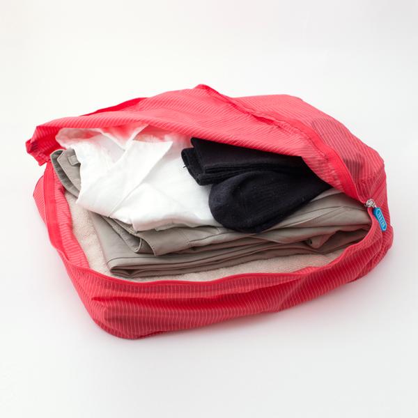 Mサイズは、ビジネスシャツで4枚、カジュアルシャツで6枚ほどが収納可能