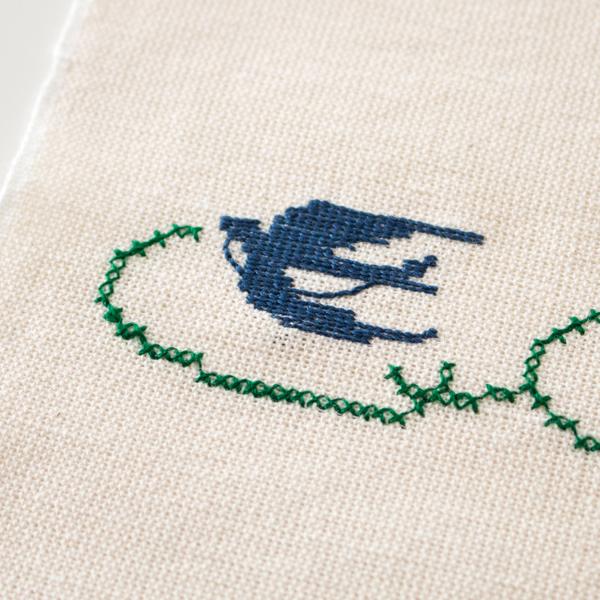 ツバメの刺繍