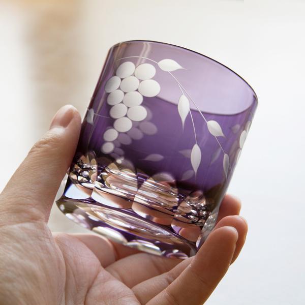 手作りならではの温かみと、繊細な技術を見ると、ため息が出てしまうほど美しいグラスです