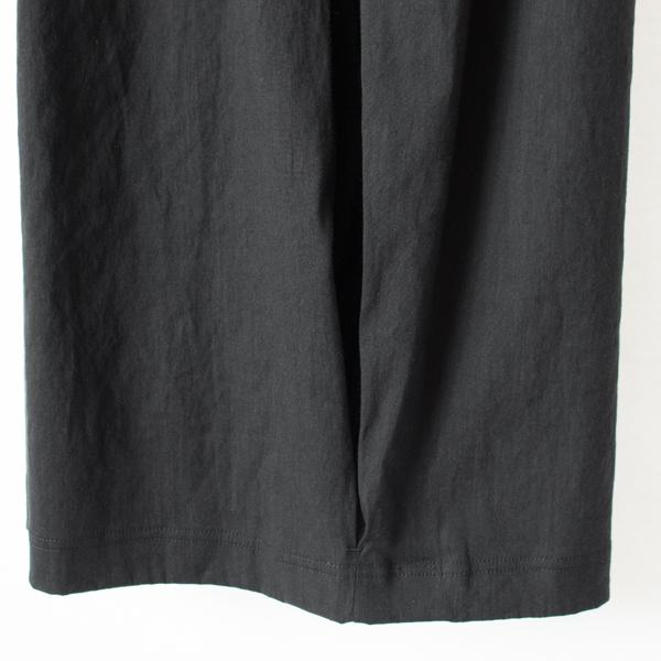 裾 側面のタック(BLACK)