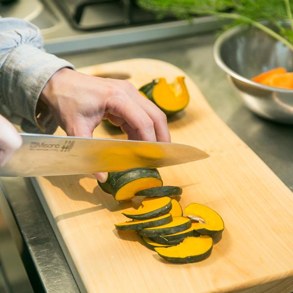 野菜を刻むと、トントンと職人さんのような小気味良い音がして、料理が楽しくなります