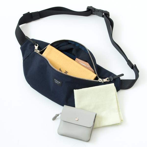 ミニ財布、文庫本などが入るサイズ