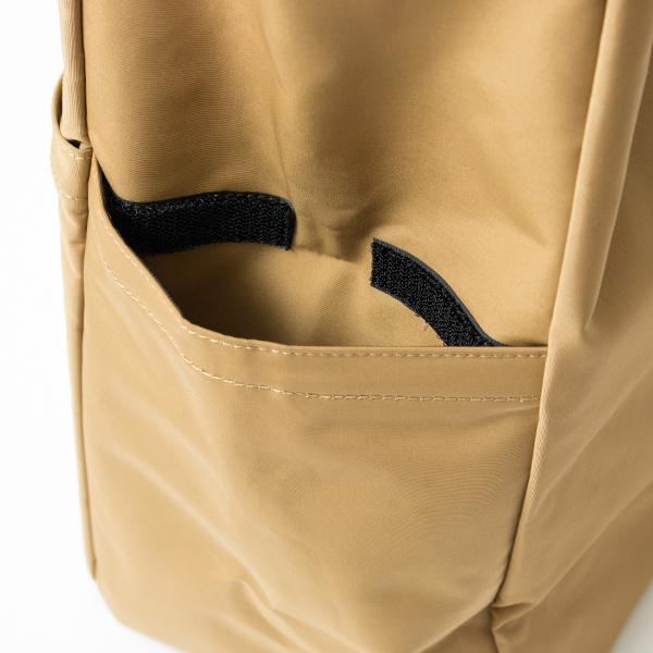 もう片方のサイドポケットはベルクロで留められるので、交通ICカード等を入れて