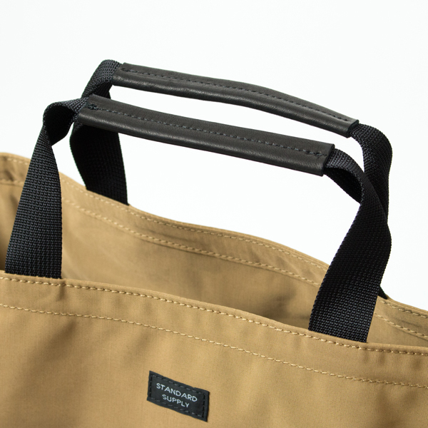 グローブレザーが手になじみ、重い荷物を入れている時も食い込みにくいハンドル