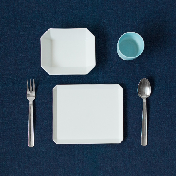 使用イメージ(合わせた食器:TYスクエアプレート、S&B マグ)