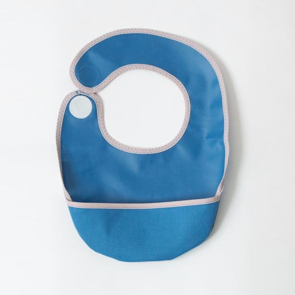 スタイはベルクロ固定式/下をひっくり返すことでカップ付きにもなります(Bluebell)