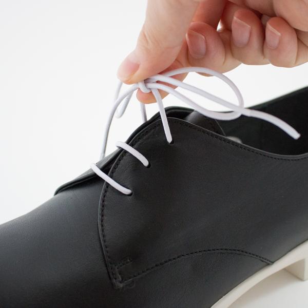 ゴムタイプのシューレースで脱ぎ履きしやすい