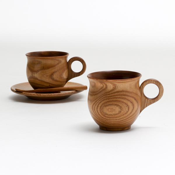 同シリーズのEnju コーヒーカップ(奥)と並べた様子