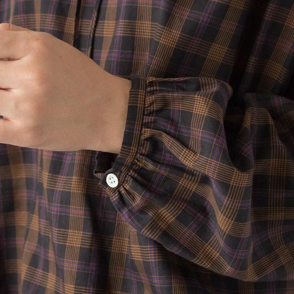 袖口ボタン付き