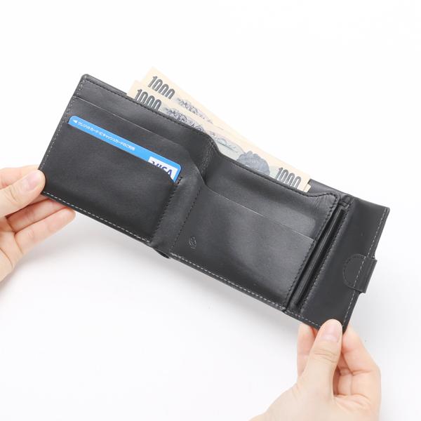 紙幣、カードを入れた様子(Black)