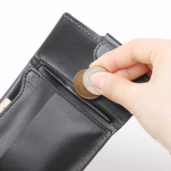 コインは側面のポケットから出し入れできます(Black)