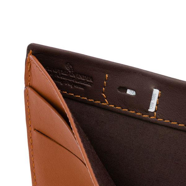 札入れの内側に付いたSIM専用ポケット(JAVA)