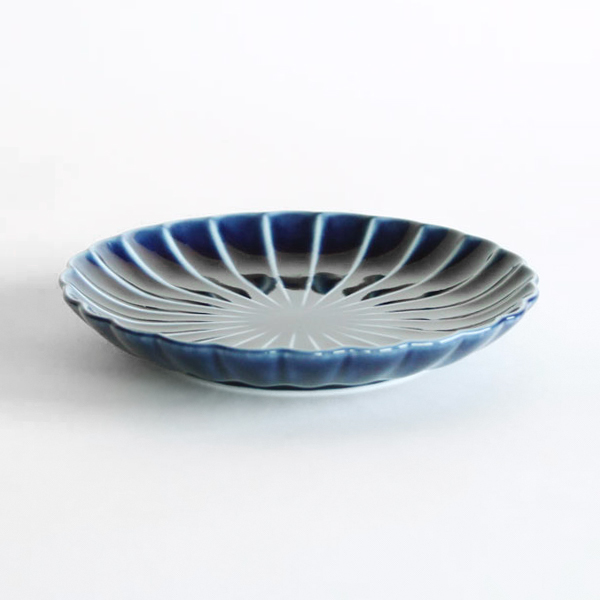 ぎやまん陶 四・五寸皿は、取り皿として使いやすいサイズ