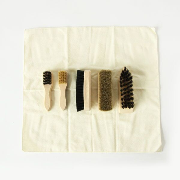 6点セット(左から:細部用汚れ落し磨き用ブラシ(馬毛)×2・汚れ落し磨き用ブラシ(馬毛)×2・ヘビーな汚れ落し用ブラシ(植物繊維毛))