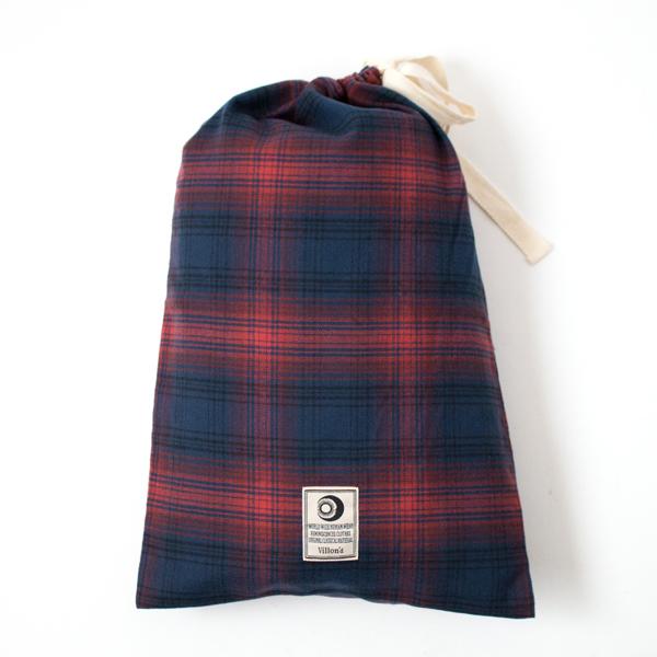 旅行や出張時の持ち運びに便利な巾着付き