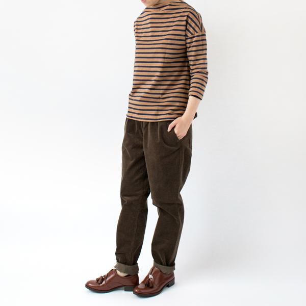 あえて1〜2サイズ上を選んだ、ボーイッシュな着こなしも様になる生地感(モデル身長:163cm 着用サイズ:3)