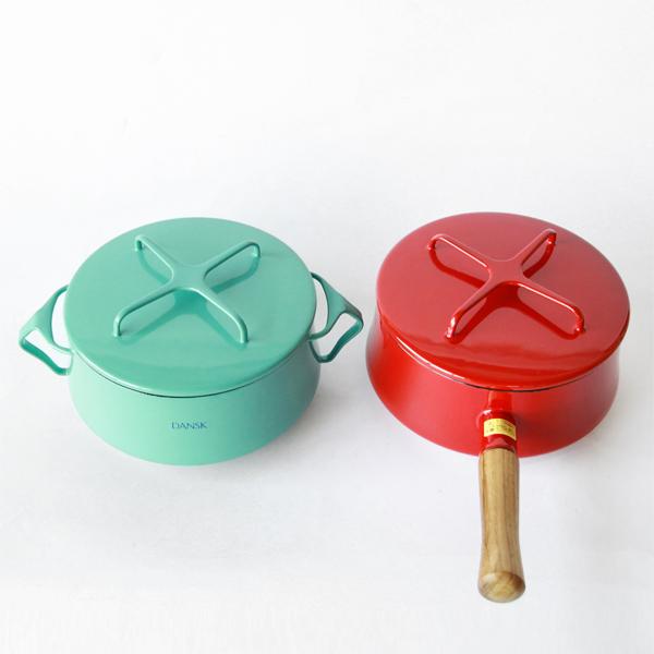 左:両手鍋 右:片手鍋