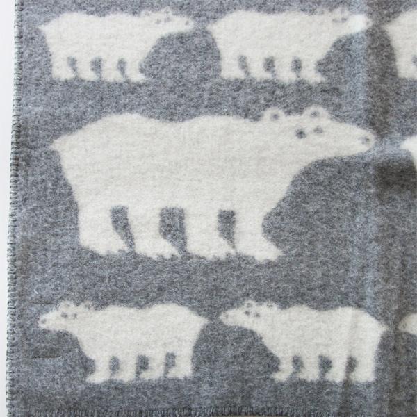 淡いグレー地に白クマの親子が並んだ、ほっこり可愛らしいブランケット