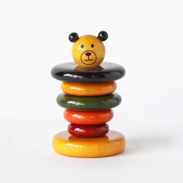 ばらばらに外して組み立てたり、数や色の学習にもなる玩具です