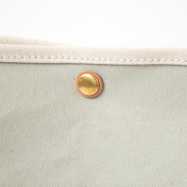 金具パーツはヴィンテージの風合いが感じられる真鍮製(NT/NIMBUS/CHOCO)