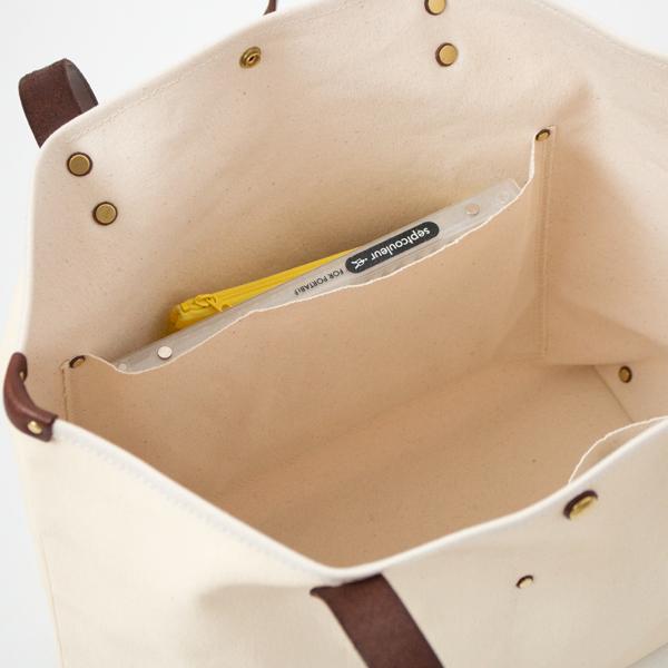 大ポケット:A5サイズのノート等が入る大きさ