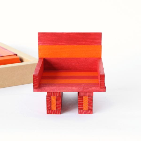 同じ大きさの板を自由に積み重ね、集中力や創造力を養うことのできる積み木です